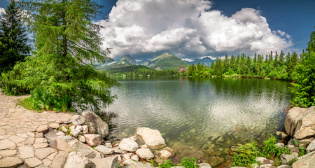 Beautiful panorama of Strbske Pleso lake, Slovakia 스톡 콘텐츠