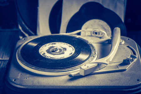 Antique gramophone with a stack of vinyl records Reklamní fotografie