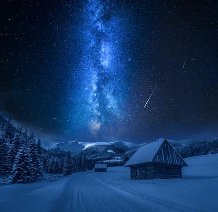 Via Lattea su strada innevata di notte, Monti Tatra