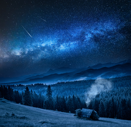 Milky way over wooden cottage in Tatra mountains at night Stockfoto