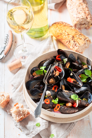Spicy mussels with coriander and chili peppers