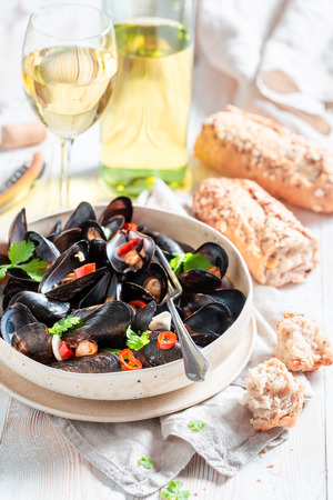 Spicy mussels served with tasty wholemeal bread