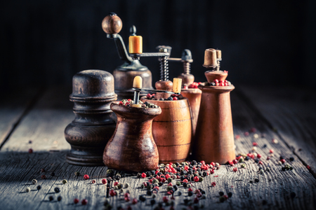 Spicy pepper mills with black and red pepper