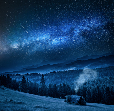 Milky way over cottage in Tatra mountains at night, Poland Stockfoto - 115297773