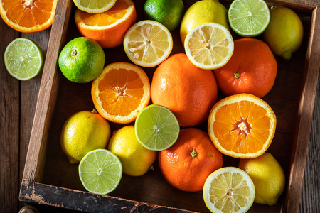 Tasty oranges, limes and lemons with on rustic table 写真素材 - 117336416