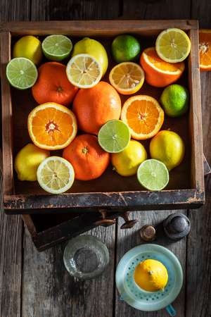 Fresh mix of citrus fruits with on wooden table Stockfoto