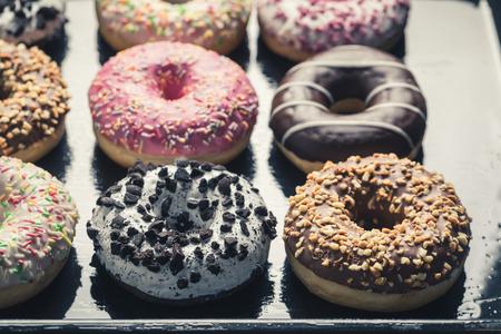 Süße und frische Donuts mit süßer Glasur