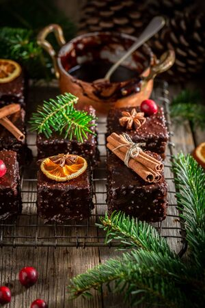 Traditionally Gingerbread cubes for Christmas with ingredients 版權商用圖片