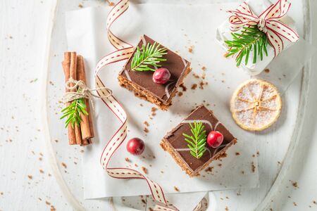 Gingerbread cake for Christmas with jam on white table Zdjęcie Seryjne