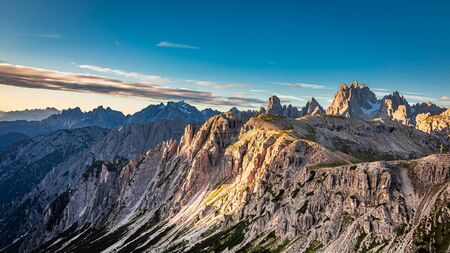 Berühmter Ort, Tre Cime di Lavaredo bei Sonnenaufgang Standard-Bild
