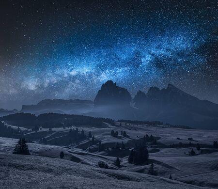 Milky way over Alpe di Siusiin Dolomites, Italy Stok Fotoğraf