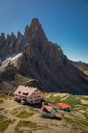Stunning view to Tre Cime and Dreizinnen hut in Dolomites Stockfoto