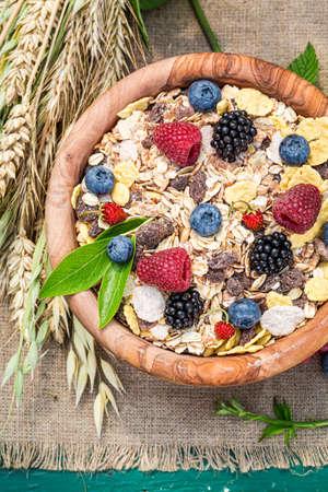 Granola with fresh berries and milk in garden 版權商用圖片