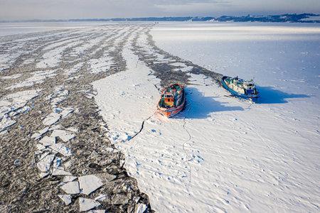 Icebreakers on Vistula river crush the ice, 2020-02-18, Poland, aerial view