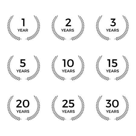 conjunto de emblemas de aniversario de corona de laurel Ilustración de vector