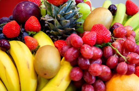 background: Mix of Assorted Fresh fruits at a shop for sale Foto de archivo