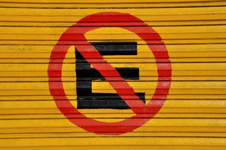 no parking: No parking sign in Spanish painted on door Stock Photo