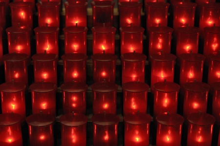 votive: Many rows of red sacred offering candles in Cathedral Basilica of Saints Peter and Paul in Philadelphia Stock Photo