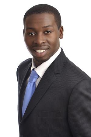 Portrait de beau jeune homme d'affaires r�ussi afro-am�ricaine sur fond blanc