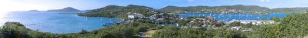 dewey: Estremamente ampia vista panoramica di Isla Culebra preso da cima della collina a sud di Dewey e dotato di attracco dei traghetti, citt�, Ensenada Honda e Cayo Luis Pea Archivio Fotografico