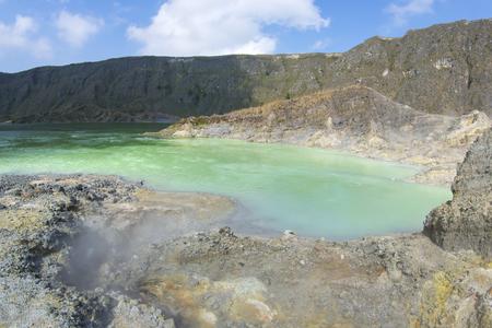 Green sulfuric lake in moderately active volcano El Chichonal in Chiapas, Mexico Standard-Bild