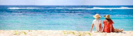 panorama beach: Foto panoramica della romantica coppia in paradiso tropicale Archivio Fotografico