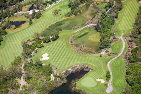 aerial: Veduta aerea del campo da golf resort di lusso a Mauritius