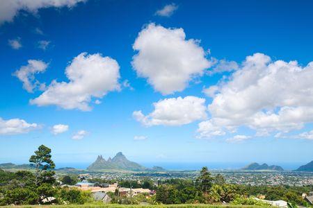 mauritius: Mooi landschap van Mauritius met enkele bergen en dorpen Stockfoto