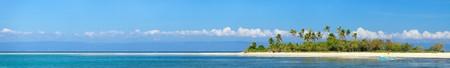 Foto panoramica della perfetta isola tropicale in oceano Archivio Fotografico