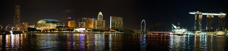 jachthaven: Panorama van Singapore skyline van de stad bij nacht