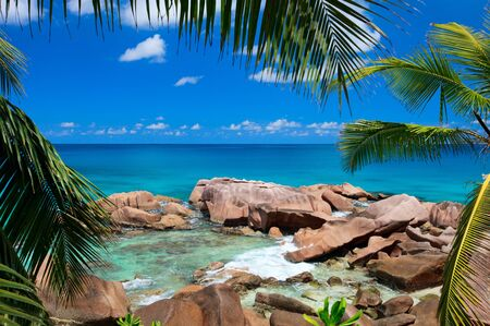 Beautiful rocky coast and turquoise ocean waters in Seychelles 스톡 콘텐츠