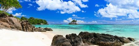 blue lagoon: Panorama della spiaggia di sabbia bianca perfetto in Seychelles Archivio Fotografico