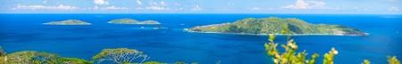 Photo panoramique des îles Felicite, s?urs et Coco aux Seychelles, vu de La Digue