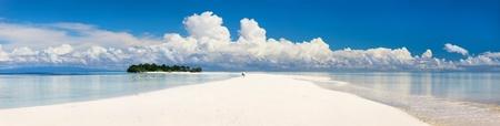 panorama beach: Foto panoramica della piccola isola disabitata in Malesia