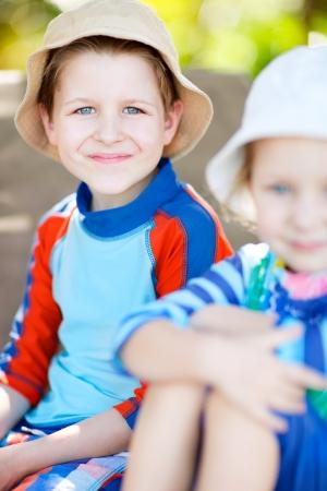 wysypka: Portret cute chłopca noszenia kamizelki wysypka