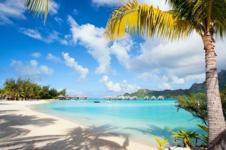 Bela praia na ilha de Bora Bora na Polinésia Francesa