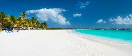 Panorama van een prachtig strand op Anguilla eiland, het Caribisch gebied Stockfoto