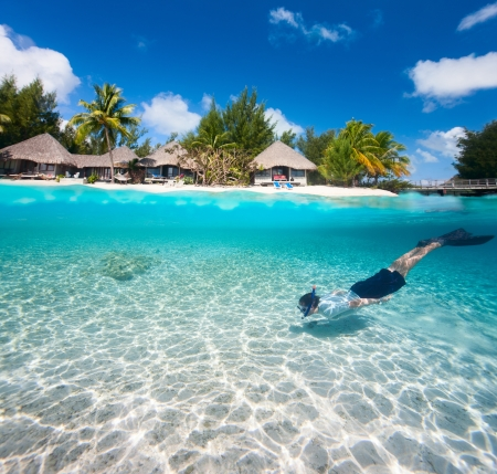 Man swimming in a tropical lagoon in front of exotic island Zdjęcie Seryjne - 20312210