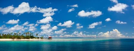 panorama beach: Panorama di Mantabuan idilliaca isola in Malesia Archivio Fotografico