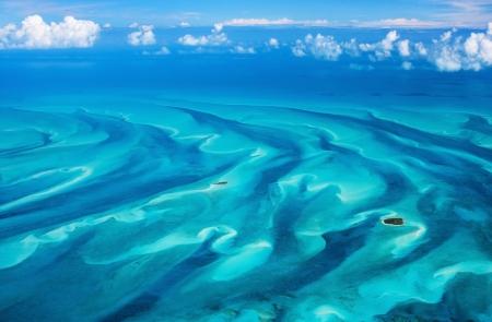 上からのバハマ諸島の美しい景色