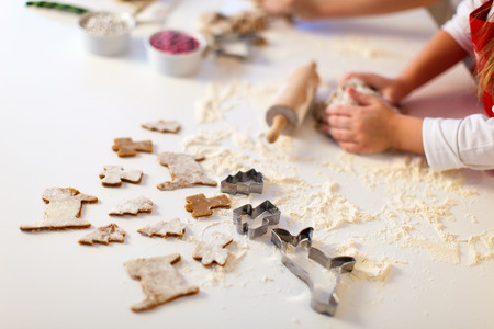Close-up van de kerst koekjes bakken