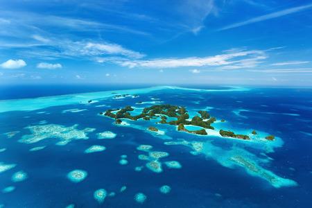 cenital: Hermosa vista de 70 islas en el Palau desde arriba