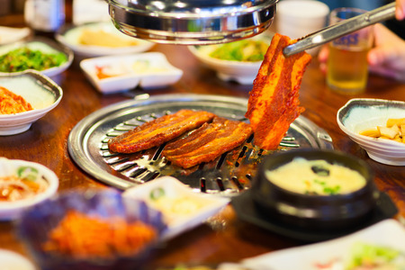 Kimchi Korean cuisine barbecue grill meat and vegetables Imagens - 40585526