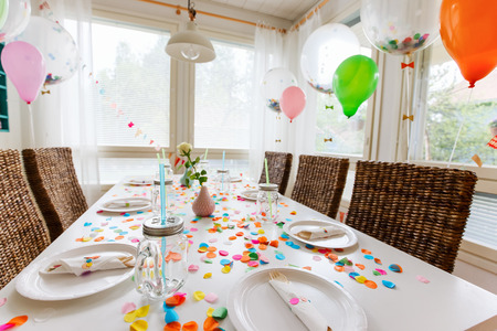 Table beautifully decorated for a colorful birthday party Stok Fotoğraf - 41555381