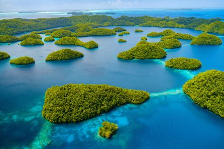 Prachtig uitzicht op Palau tropische eilanden en Stille Oceaan van bovenaf Stockfoto
