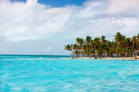 Idyllic tropical island and turquoise ocean water in Bahamas