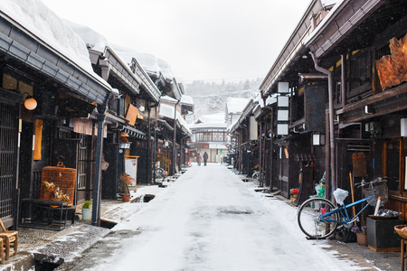 Old district wooden houses at historical Takayama town in Japan on winter day Banque d'images
