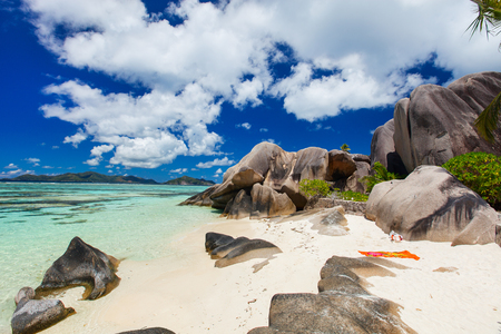d'argent: Picturesque Anse Source dArgent beach on tropical La Digue island in Seychelles