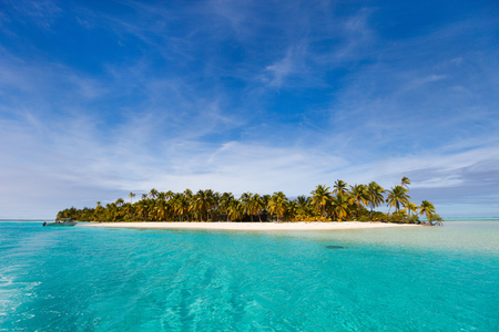 south pacific ocean: Stunning tropical Aitutaki One Foot island with palm trees, white sand, turquoise ocean water and blue sky at Cook Islands, South Pacific