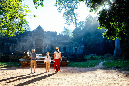 Family visiting ancient Preah Khan temple in Angkor Archaeological area in Cambodia Banco de Imagens - 76464781
